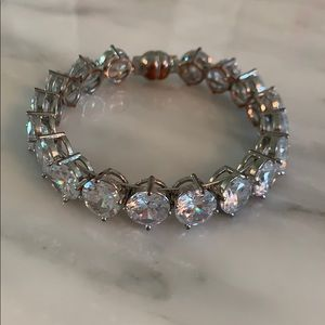 Jewelry - Crystal bracelet with magnetic closure
